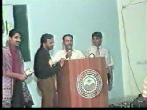 Noor Hussain reading funny Sindhi poetry 2