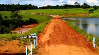 Imagem registra momento do rompimento de barragem em Itauçu