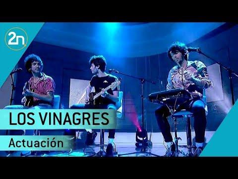 Los Vinagres Cantan 'Sácate Los Colmillos'  | La 2 Noticias 25/04/2019