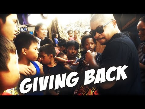 POVERTY IN THE PHILIPPINES | GIVING GIFTS TO CHILDREN ON THE STREET| PHILIPPINES