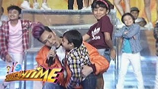 Repeat youtube video It's Showtime: Vice, Awra, & Onyok perform