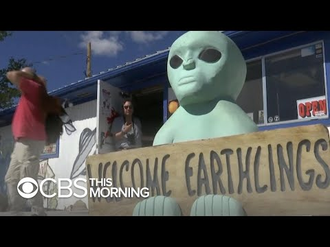 "Hundreds descend on Nevada desert near ""Area 51"""
