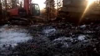 ЯМАЛ В 4 вытаскиваем разутый гусеничный вездеход(Вездеход ЯМАЛ www.ямал.net., 2014-10-19T13:56:30.000Z)