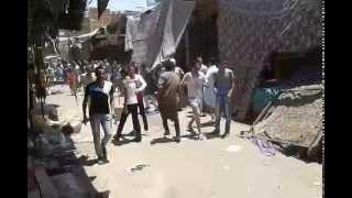 بالفيديو.. أصحاب إشغالات يطاردون حملة إزالة بالحجارة فى القنطرة غرب