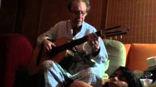 João Gilberto toca para filha Lulu