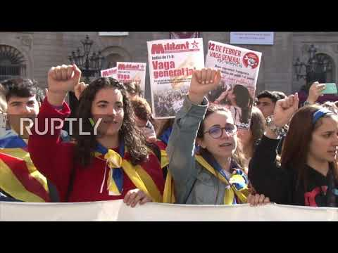 Spain: Hundreds rally in Barcelona as Catalan separatist trial opens