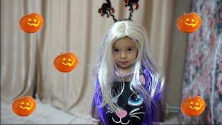 Anabella este suparata si plange ca nu are rochie  de Halloween, dar mami are o surpriza pentru ea |