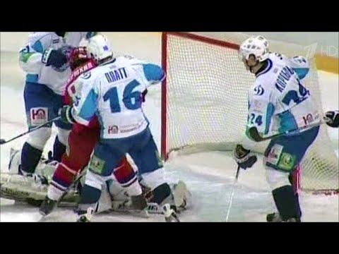 Руководство Континентальной хоккейной лиги решило досрочно завершить сезон из-за коронавируса.
