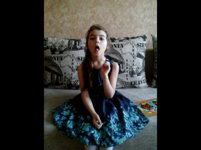 Изображение предпросмотра прочтения – ДарьяВолоскова читает произведение «Что такое хорошо и что такое плохо» В.В.Маяковского