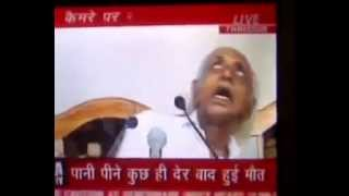 Indian Politician man dies during a press conference