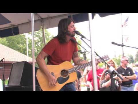 My Hero - Dave Grohl Live, Warren, Ohio 8/01/09
