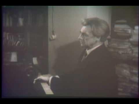 Henrich Neuhaus plays Scriabin Album Leaf, op. 45, no. 1.