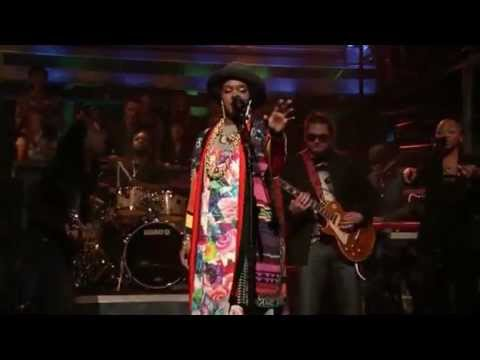 Lauryn Hill Live--Could You Be Loved (Bob Marley cover)