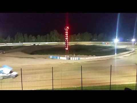 Ump sprints at Hartford speedway