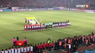 Khoảnh khắc toàn bộ sân Hàng Đẫy hát quốc ca Việt Nam | AFF Cup 2018