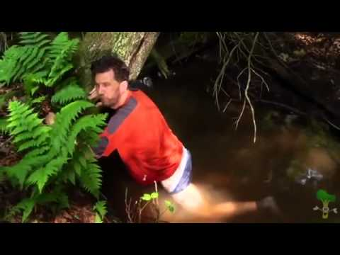Видео как мужик поймал рыбу на хрен