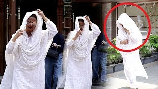 Rekha HIDES Face & Runs Away After Being CAUGHT Without Make Up In Public