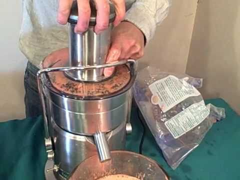 Breville Juice Fountain Elite vs Omega Mega Mouth BMJ330 Juicer - YouTube