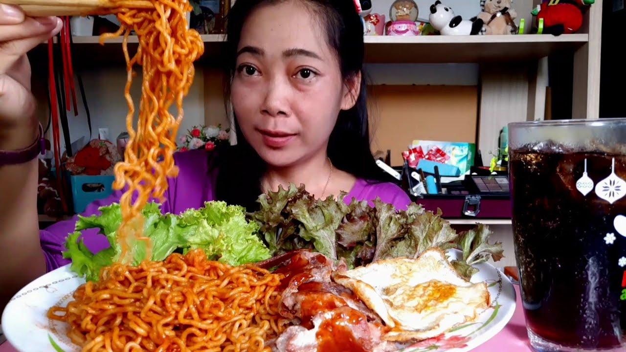 มาม่าเผ็ดค่ะมาม่าเกาหลีหมูย่างไข่ดาวเมนูเส้นคนชอบเส้น
