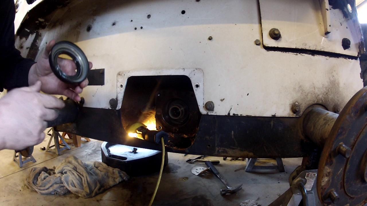 bobcat 753 drive motor seal replacement pt1 [ 1280 x 720 Pixel ]