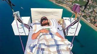 富豪体验空中漂流,用床当降落伞,太刺激了