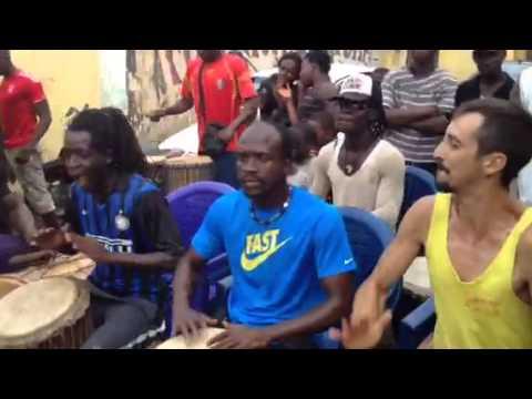 Foli a Toguiwundy  matan Conakry Guinee 2014