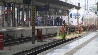 رجل من أصل إفريقي يدفع طفلا أمام قطار في ألمانيا فيقتله
