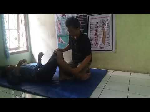 pengobatan urat syaraf kejepit bandung cimahi.  sakit bokong  kebas sampe kaki dan susah berdiri.