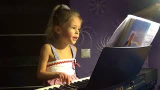 Марк Бернес - ' Темная ночь' поет Элина Ледянкина (5 лет)