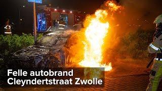 Felle autobrand Cleyndertstraat Zwolle - ©StefanVerkerk.nl