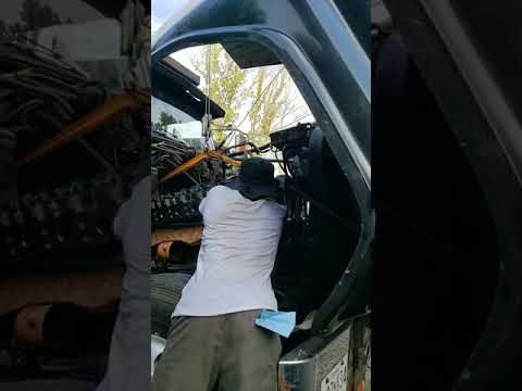Installing Cylinder Head. Cat 3406 Inframe. Ford L9000