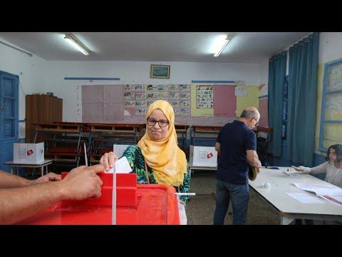التونسيون يدلون بأصواتهم في دورة انتخابية ثانية لاختيار رئيس جديد سيواجه تحديا اقتصاديا  - 10:54-2019 / 10 / 13