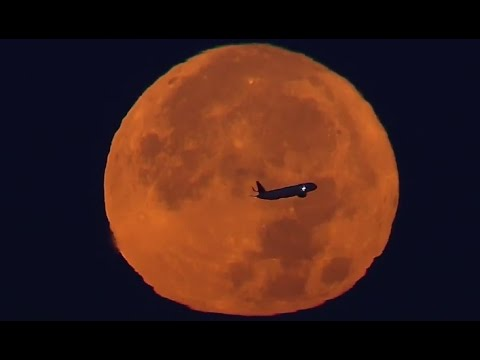 Super Moon: Footage of Plane Passing Over Moon