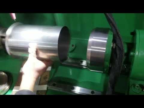 Bottom welding machine for bottles