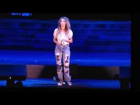 Sarah Hyland singing
