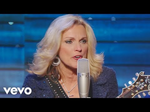 Rhonda Vincent - Walking My Lord Up Calvary Hill [Live]