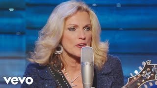 Bill & Gloria Gaither - Walking My Lord Up Calvary Hill [Live] ft. Rhonda Vincent