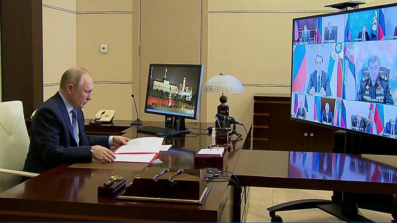 Ответ на американские санкции Владимир Путин обсудил с участниками совещания Совбеза РФ.