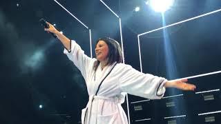 Baixar Laura Pausini - Final de concierto con la bandera - Guayaquil - Hazte Sentir World Tour 2018