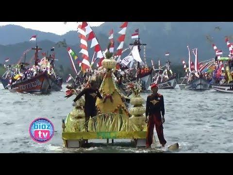 menelusuri-jejak-tradisi-ritual-adat-larung-sembonyo-nelayan-pantai-prigi-trenggalek---bioz.tv