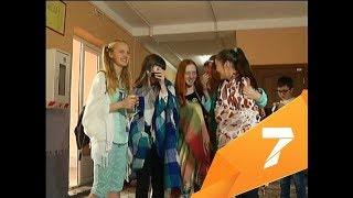 Ученики школы в центре пришли на уроки в пижамах и тапочках