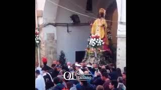 Bari, statua San Nicola si incastra nei fili: cade la cima del pastorale