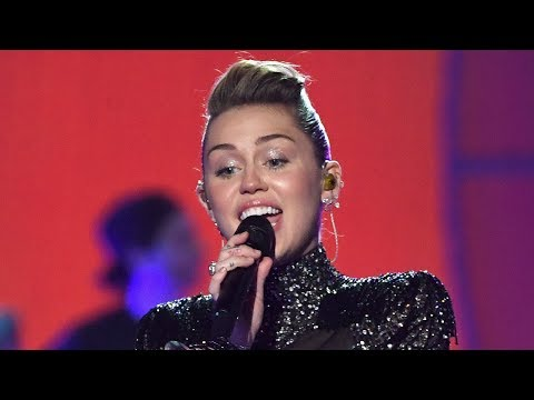 "Miley Cyrus Sings ""The Climb"" For The First Time In 6 Years"