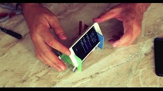 подставка для смартфона своими руками за 5 минут / stand for smartphone(Делаем удобную подставку для просмотра фильма и фото-видеосъемки из подручных средств : 3 пластиковых карто..., 2014-09-17T17:32:40.000Z)