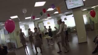 Барнаул. Оригинальное поздравление с днем 8-го марта работниками сбербанка. Молодцы девочки!!!
