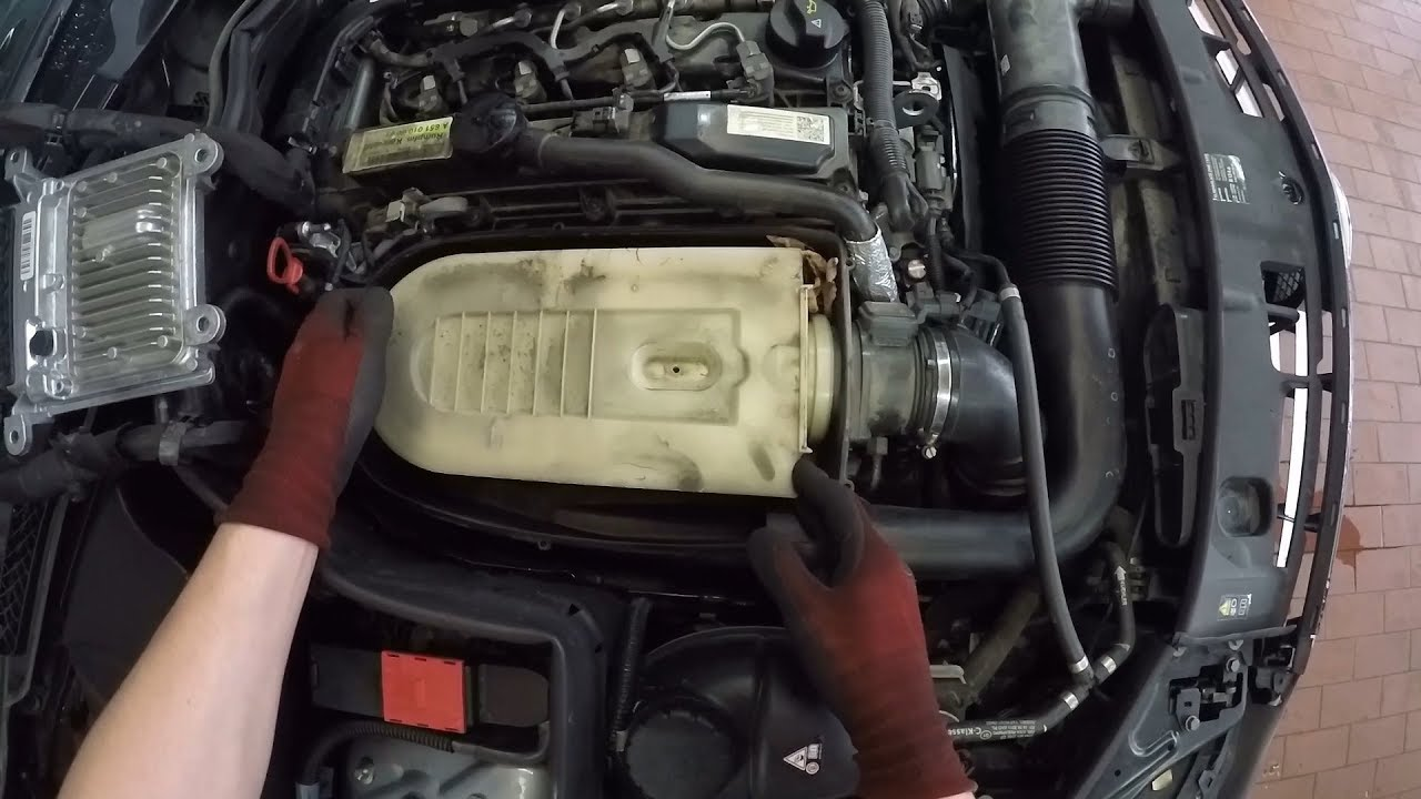 Mercedes Benz C 220 Cdi Om651 Changing The Air Filter