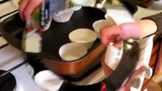 Alvin et Orlane font des muffins au chocolat