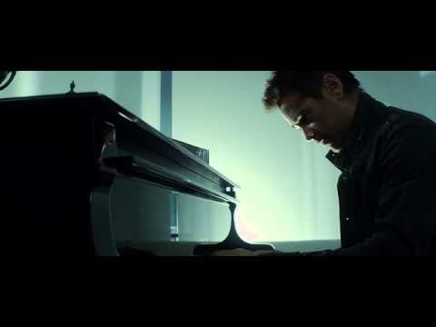 Total Recall 2012 - Collin Farrel's Piano Scene from the Director's Cut