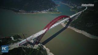 Mega Yangtze River bridge in Central China complete structural construction