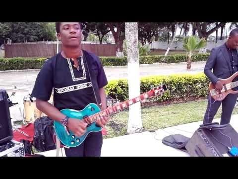 El Shaddai Gael music interprèté par le Chantre Stephane Quonant